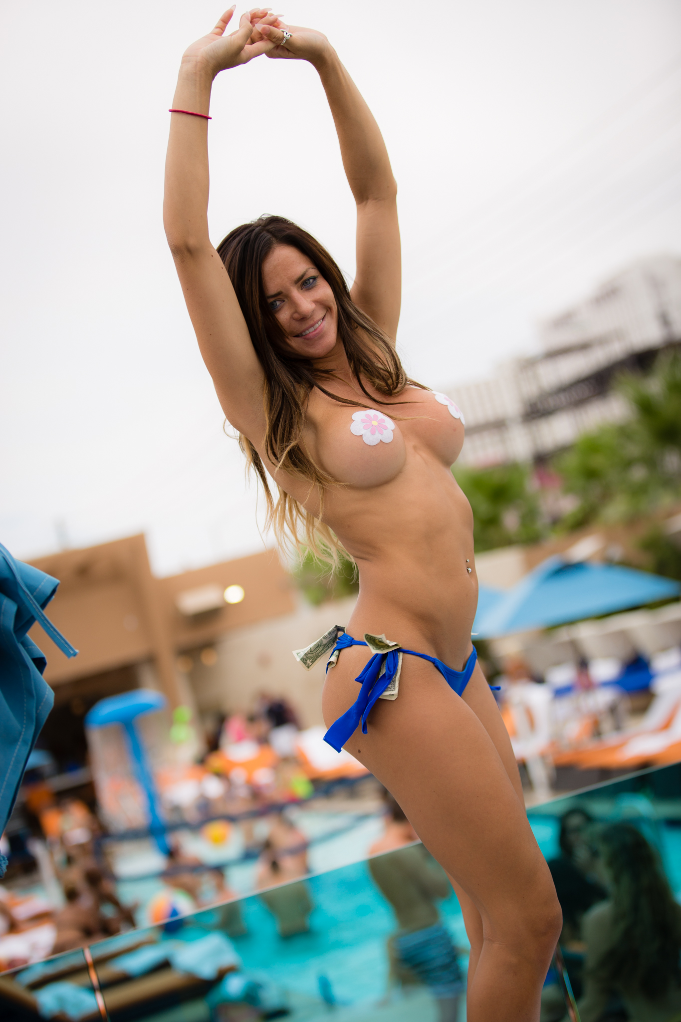 las-vegas-topless-pool-girl-pics-naked-primary-school-girls-pictuers